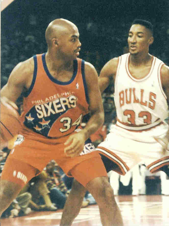 Charles Barkley and Scottie Pippen facing off