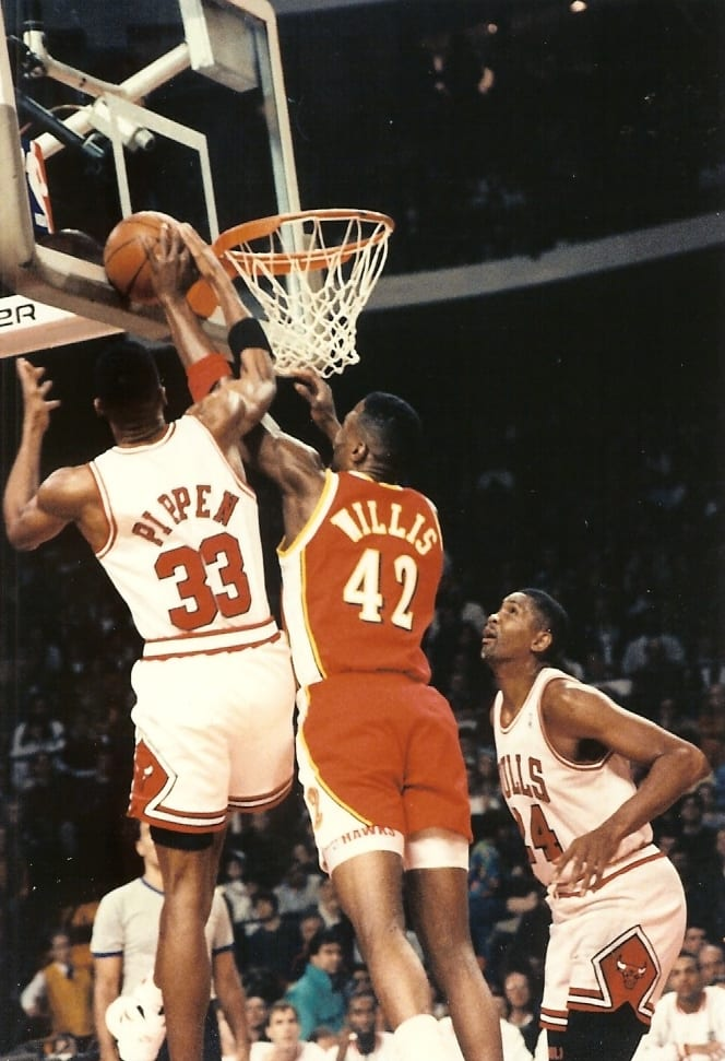 Scottie Pippen blocking Kevin Willis