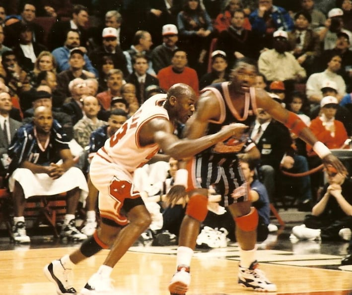 MJ going for the ball
