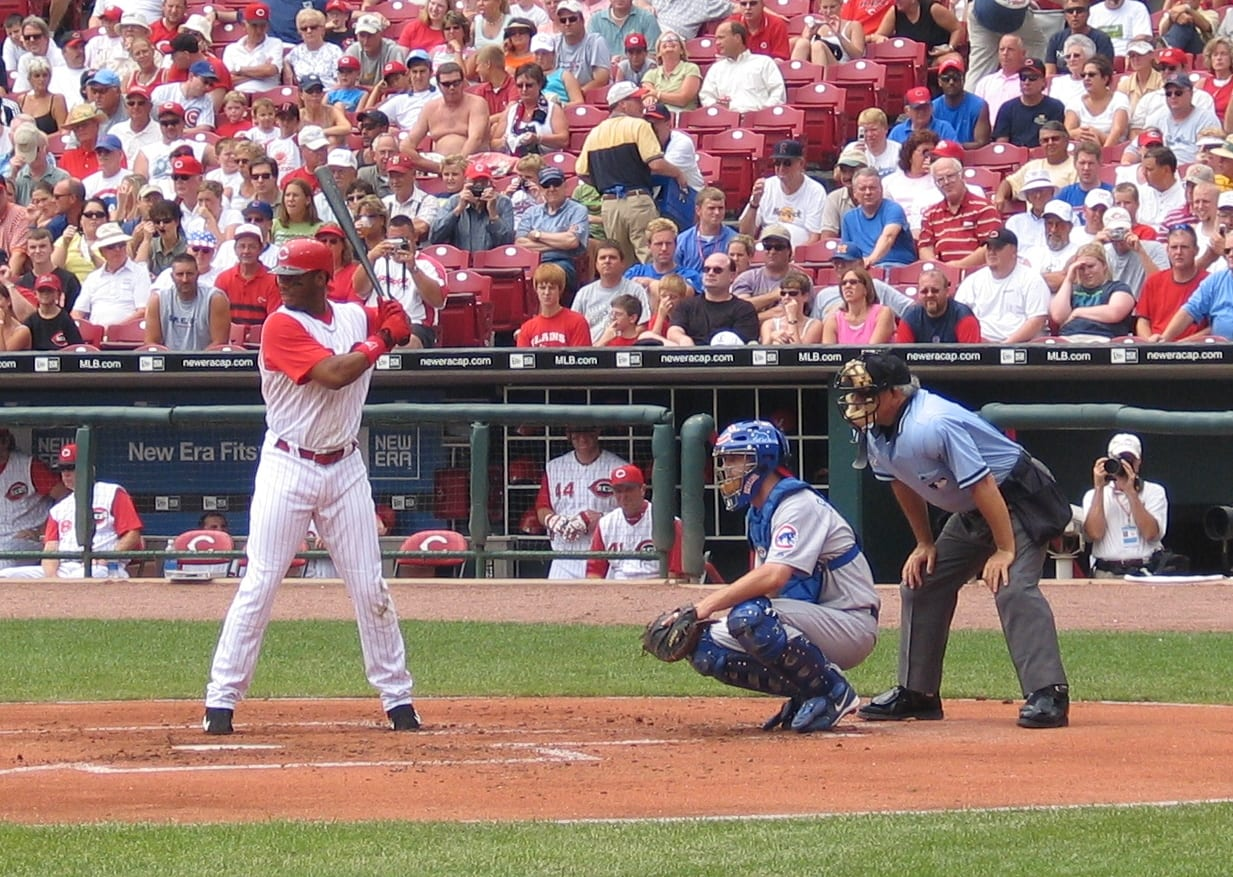 A baseball match between the Cubs and the Reds
