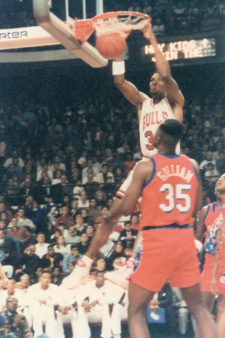 Pippen doing a dunk shot