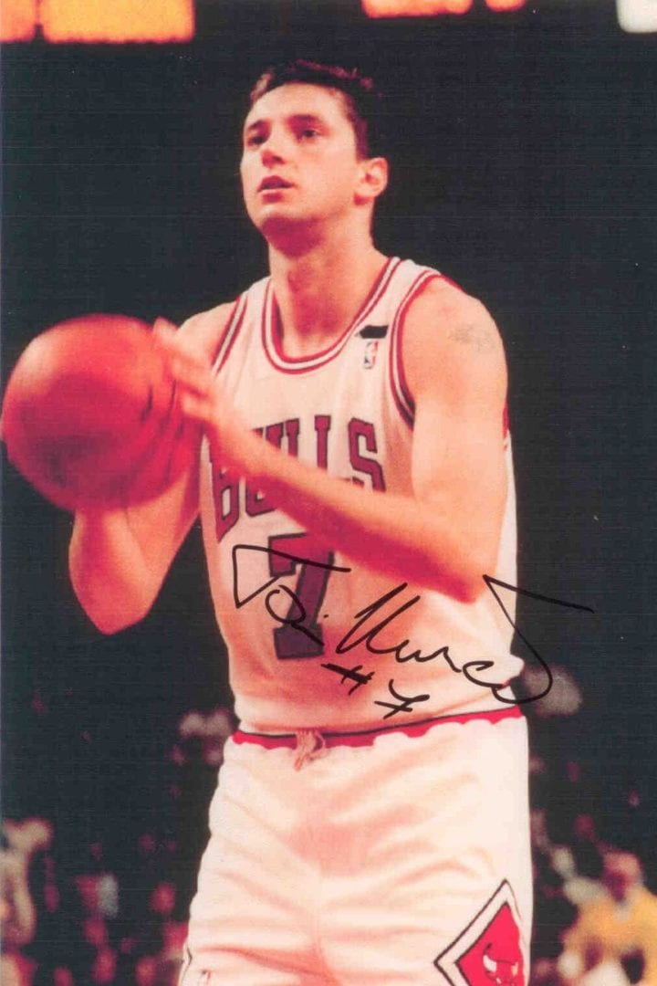 An autographed picture of Toni Kukoc