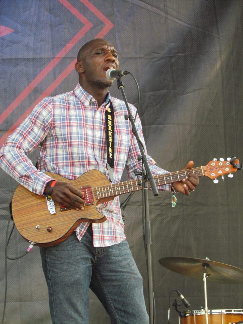 Cedric Burnside singing his song