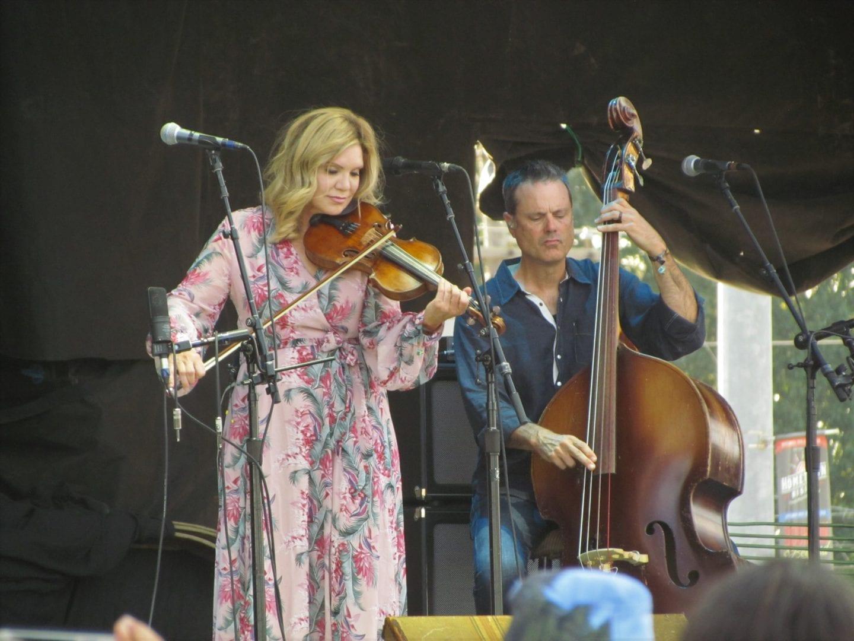 Alison Krauss playing a violin