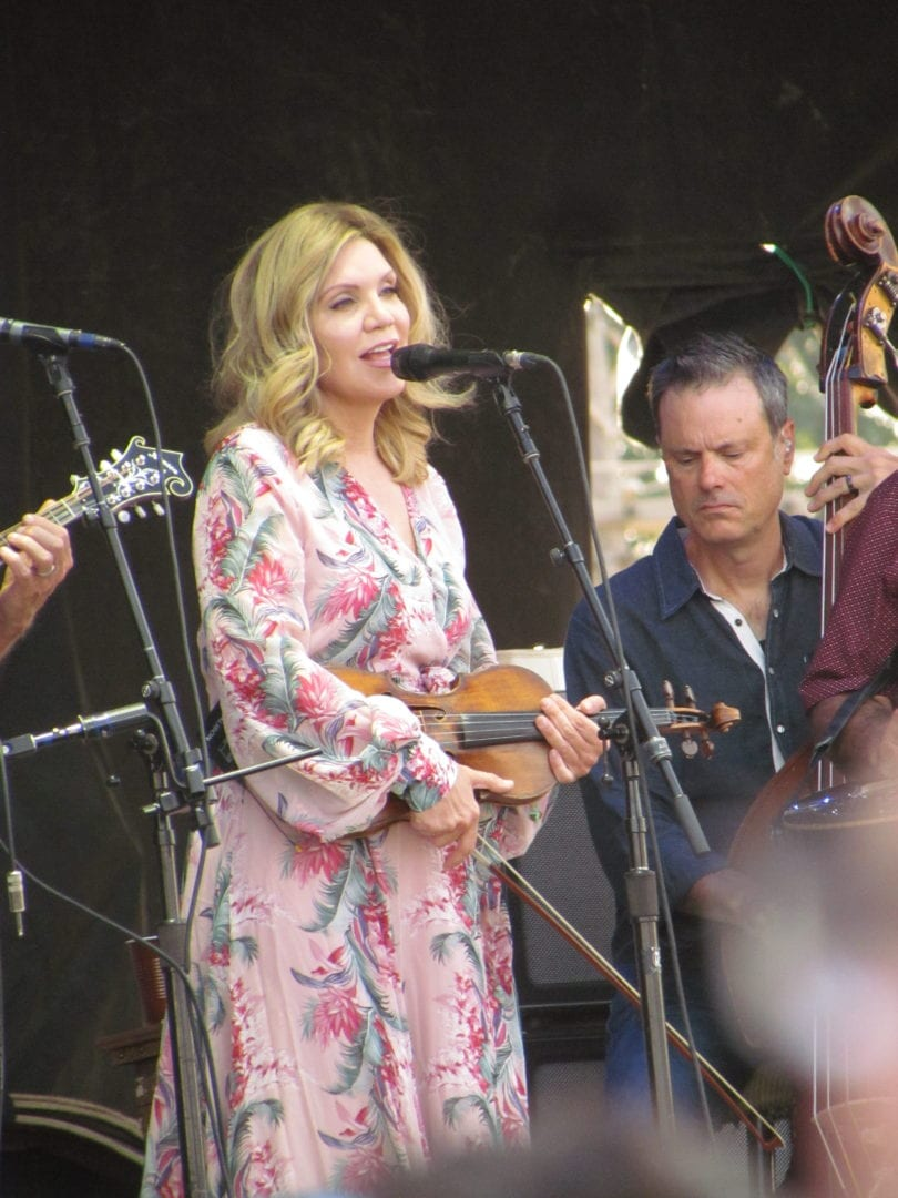 Alison Krauss singing a song with her violin