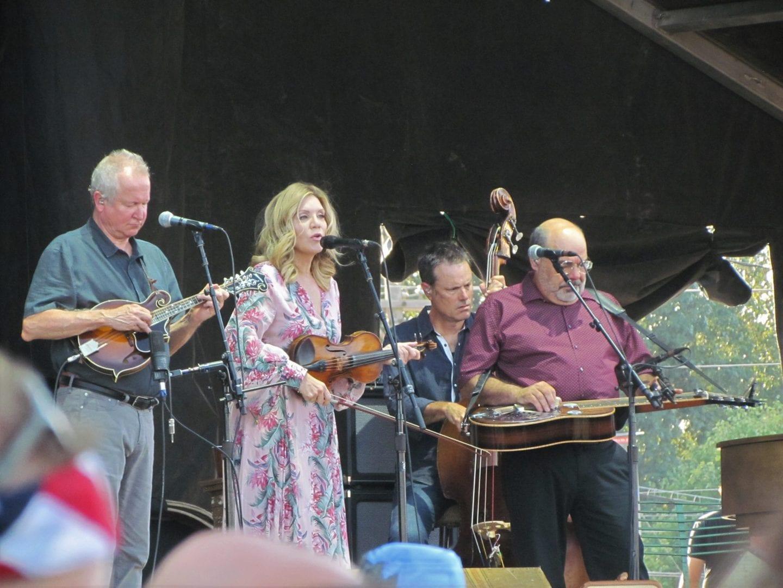 Alison Krauss performing live