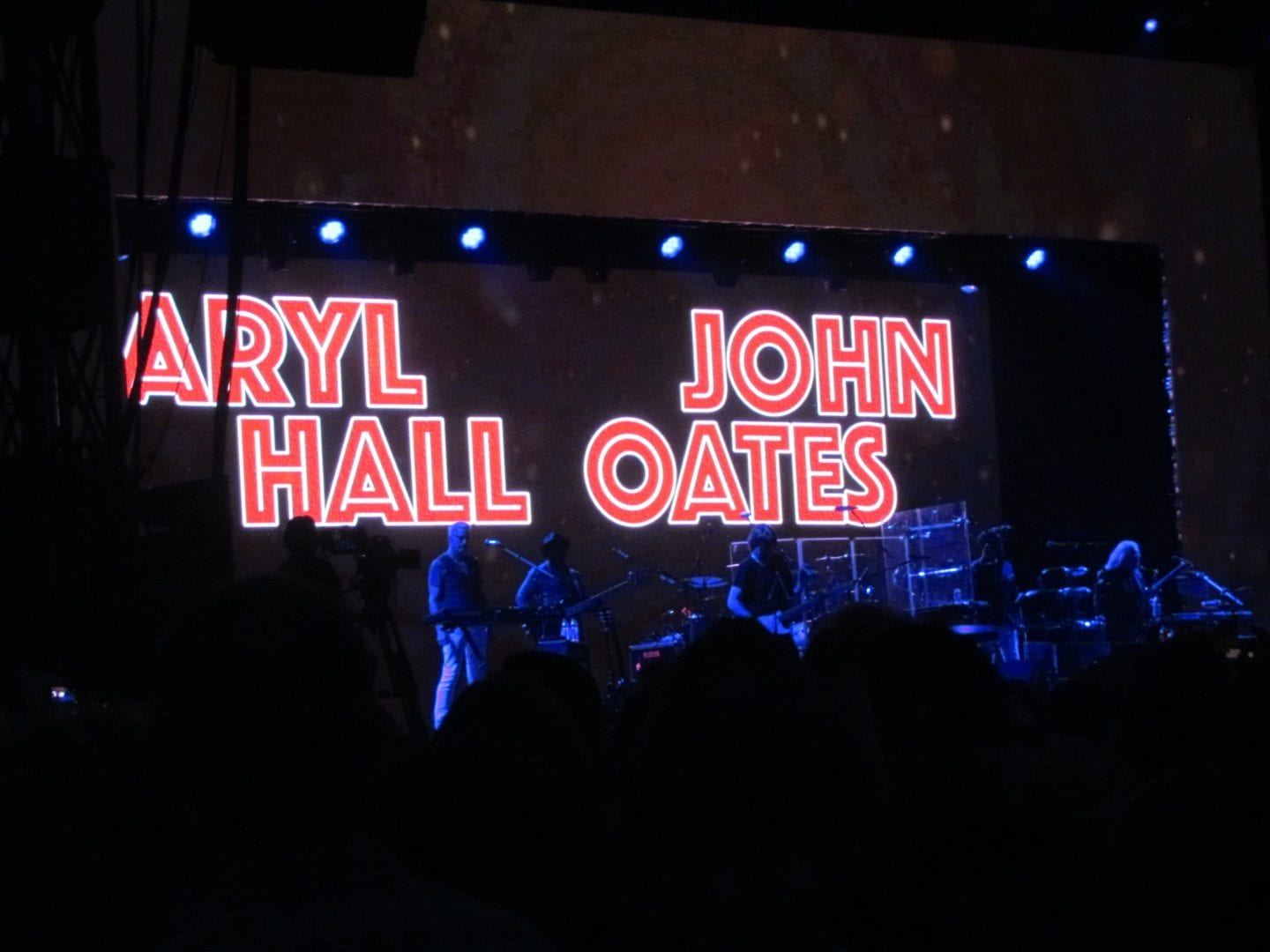 A concert by Daryl Hall and John Oates