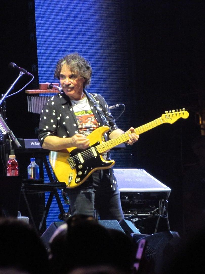 John Oates using a yellow guitar