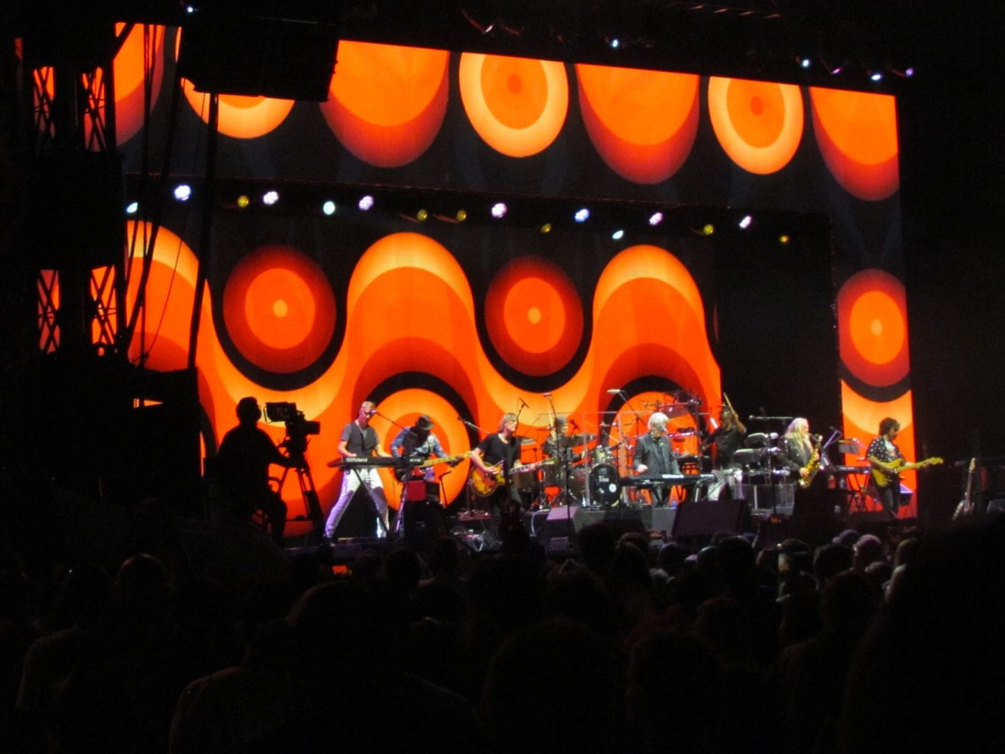 Hall Oates with his band