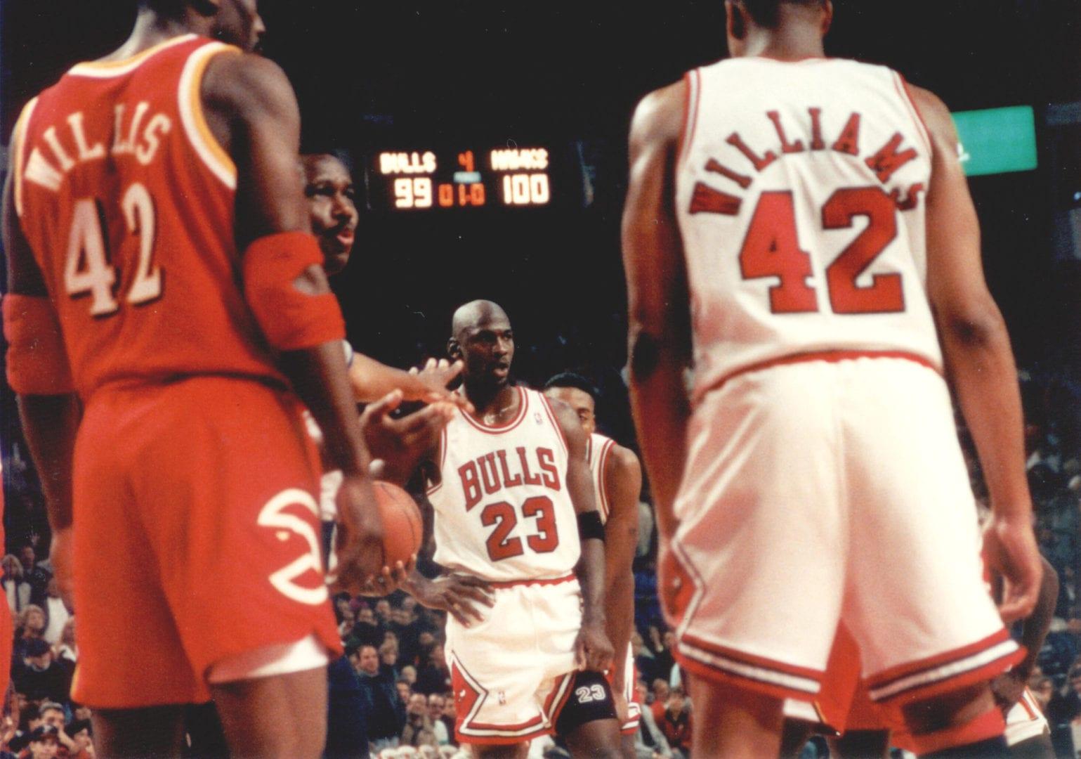 MJ standing among the players