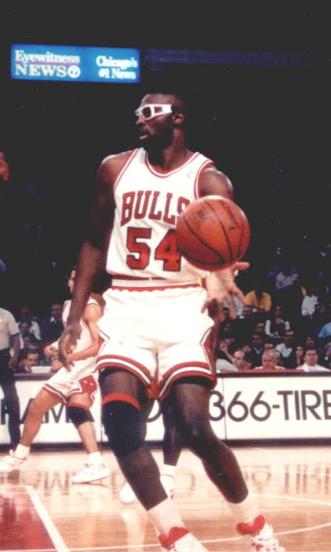 Horace Grant lifting the ball