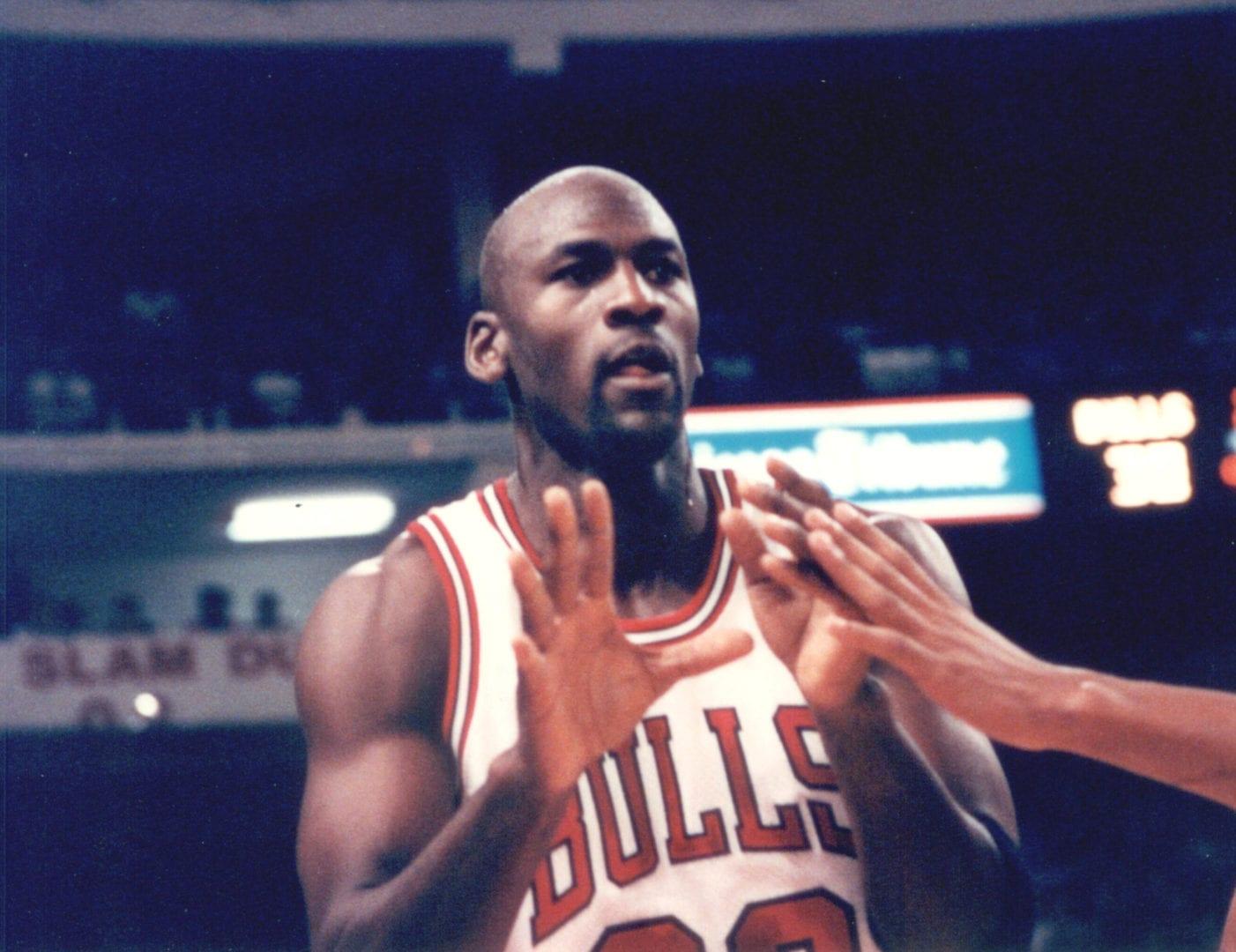 Michael Jordan ready to catch the ball