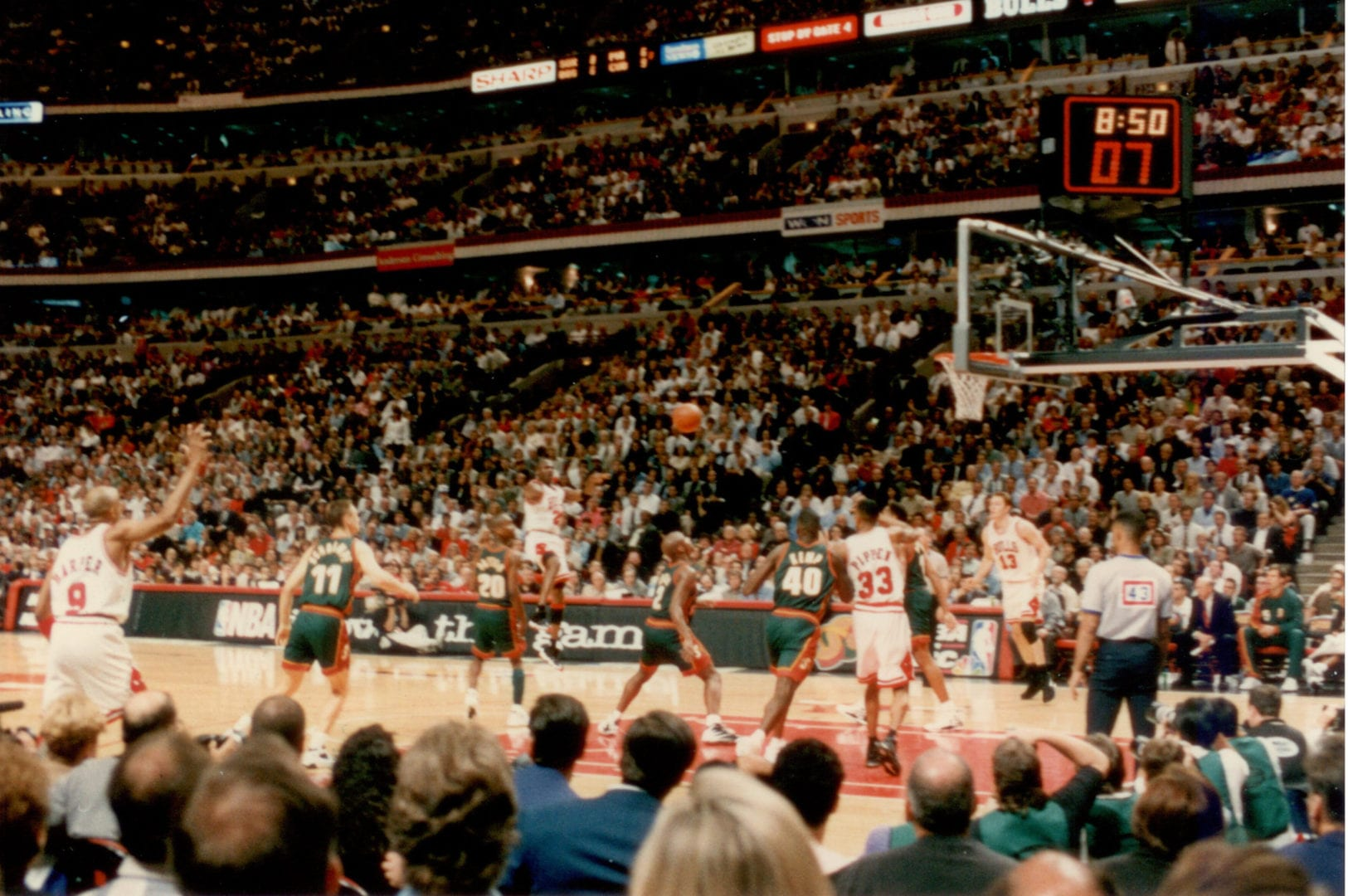 MJ passing the ball