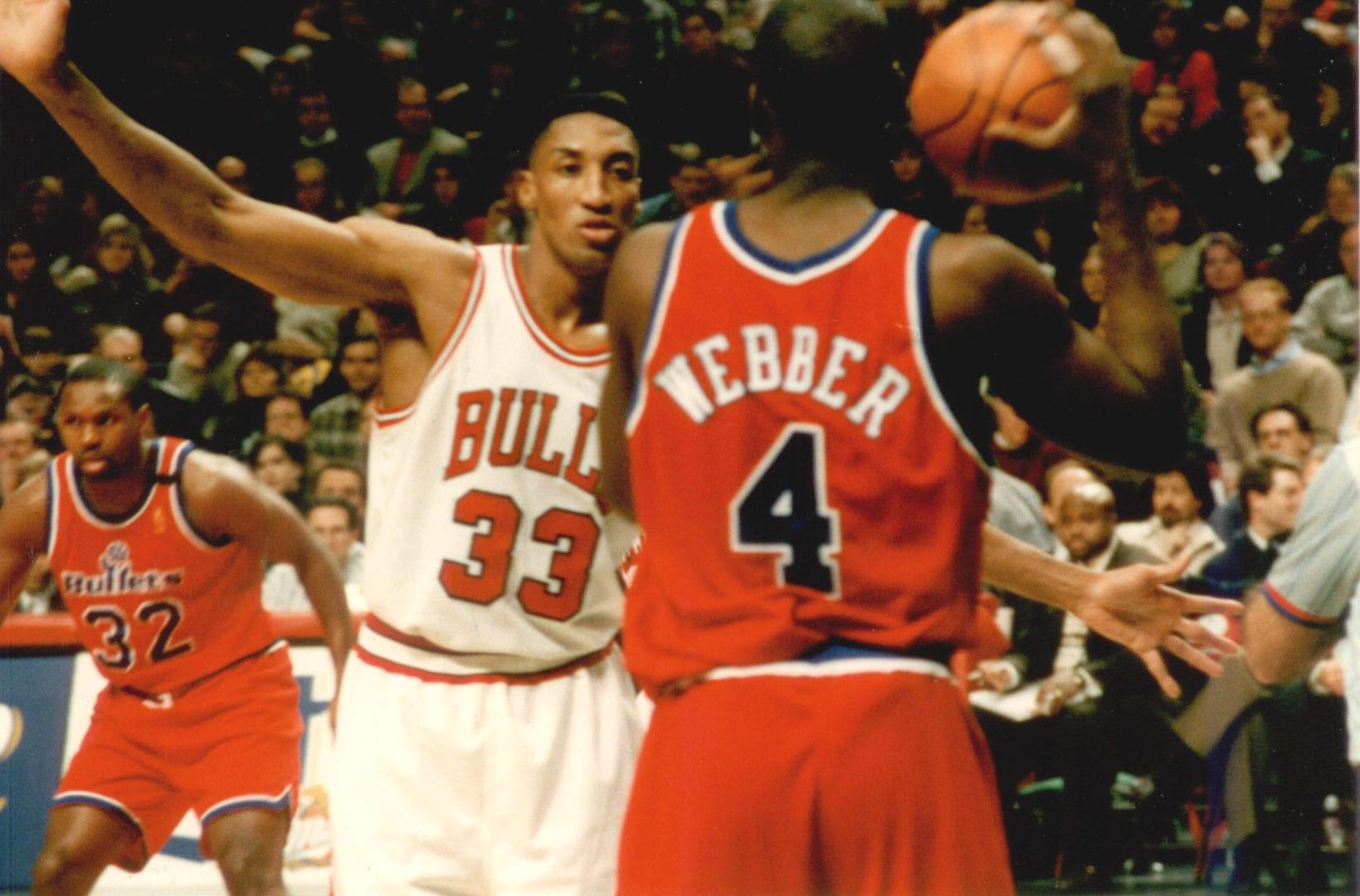 Scottie Pippen blocking Chris Webber