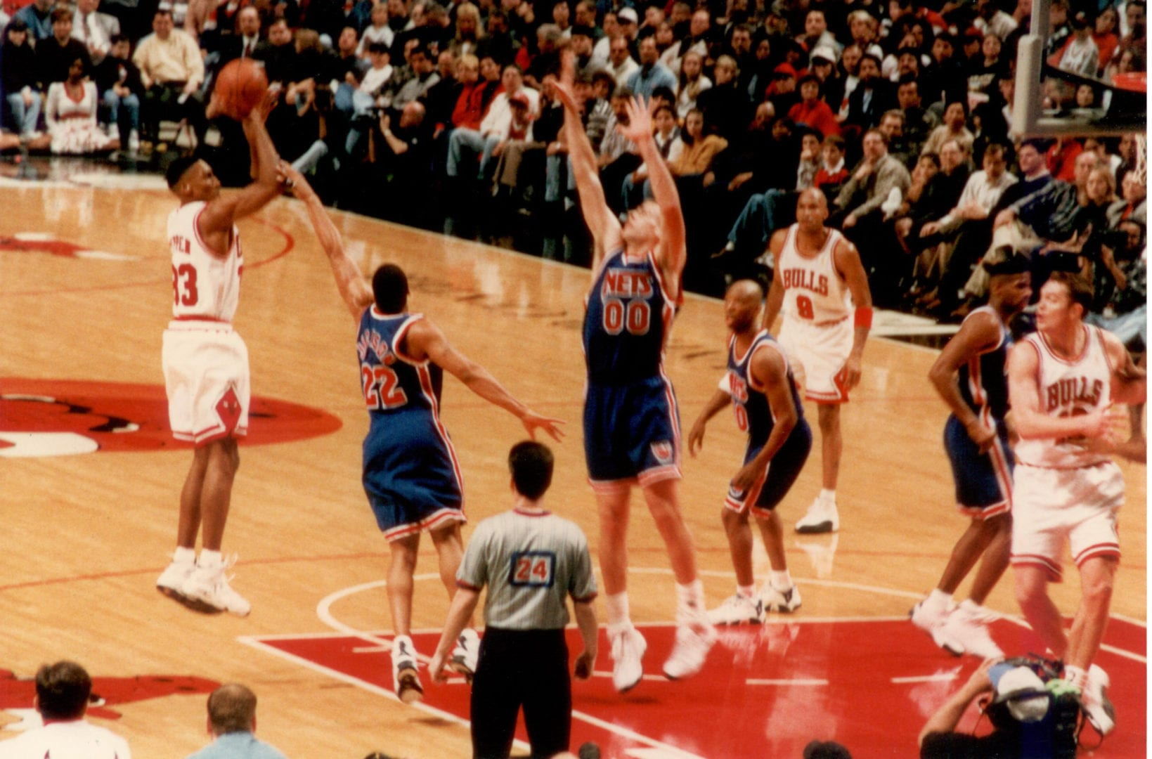 Scottie Pippen taking his jump shot