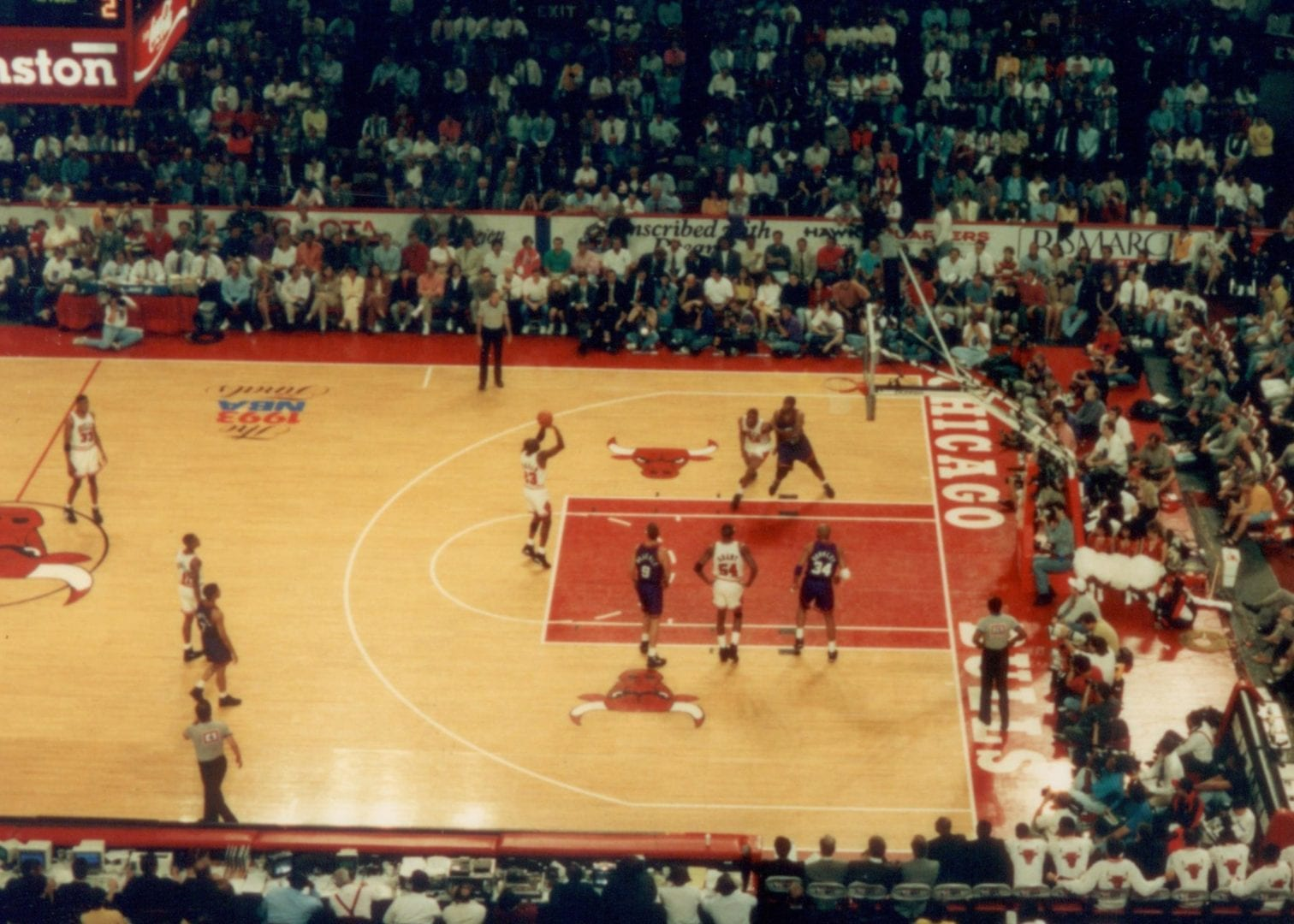 Michael Jordan doing a free throw from a top view