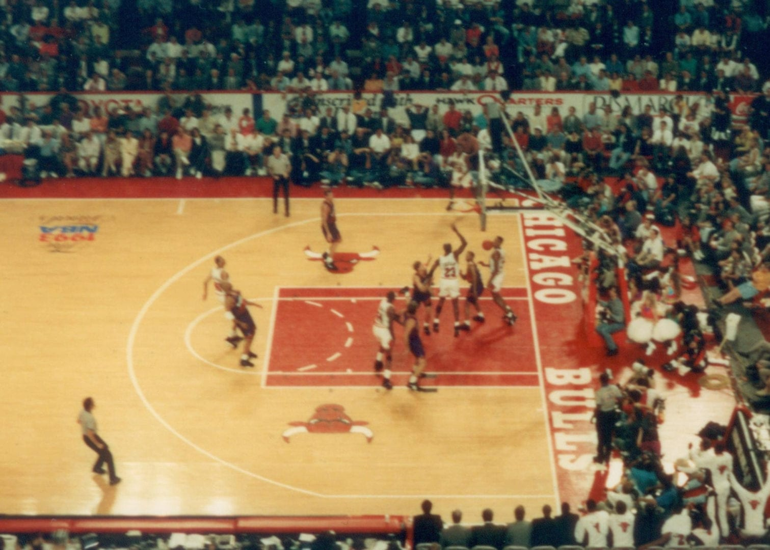 A basketball game fo Chicago Bulls vs Phoenix Suns