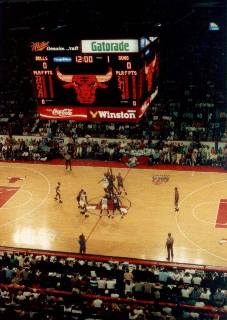 Bulls begin the game against Suns