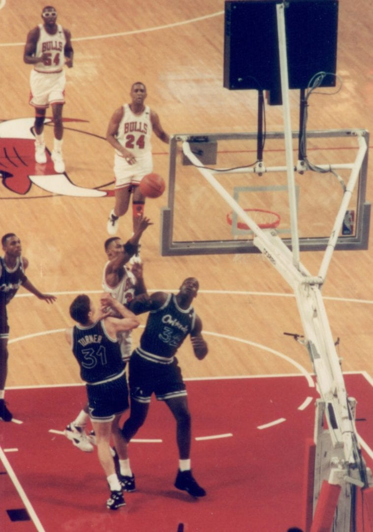 Scottie Pippen shooting the ball over Shaquille O'Neal