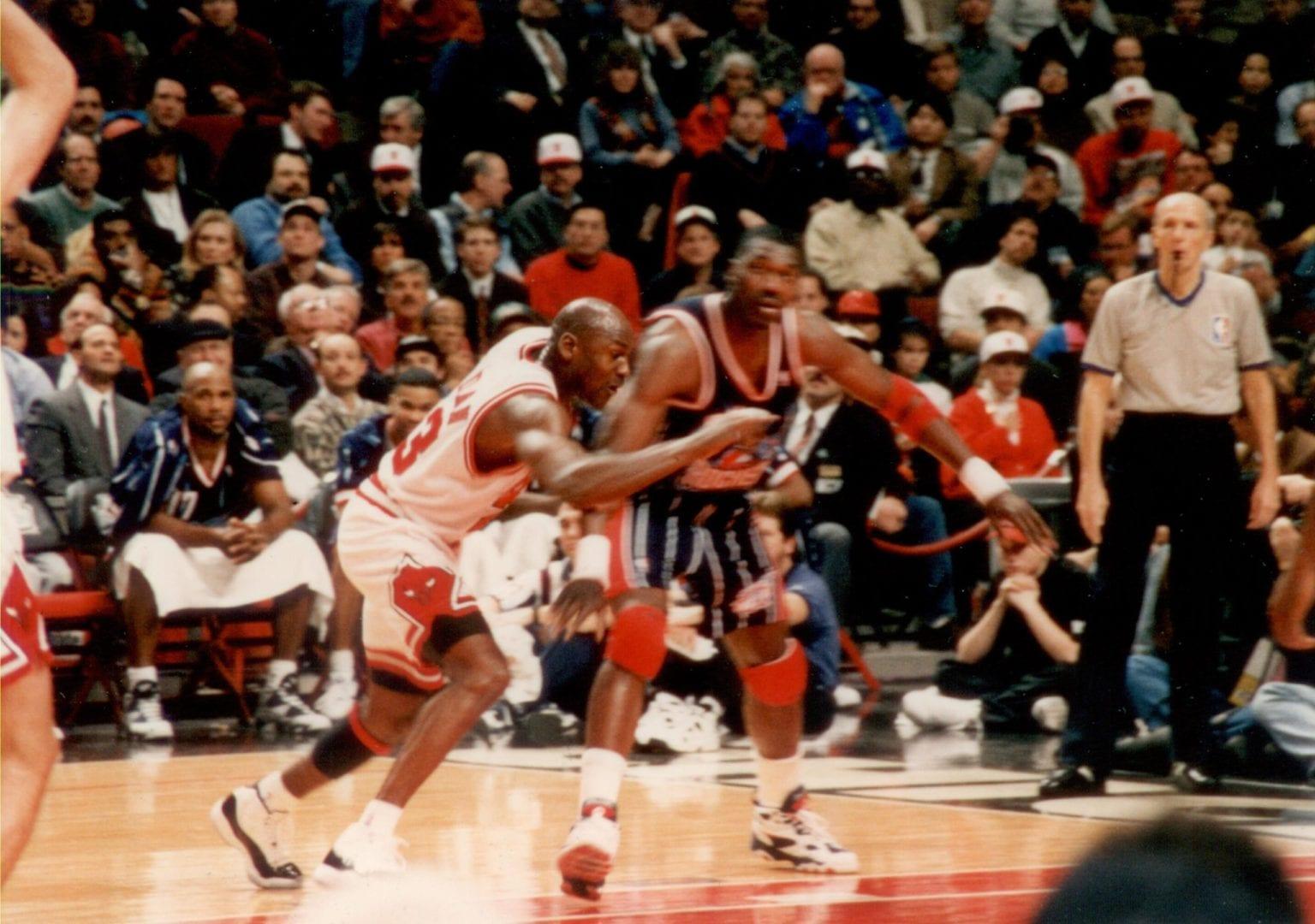 MJ guarding Hakeem Olajuwon